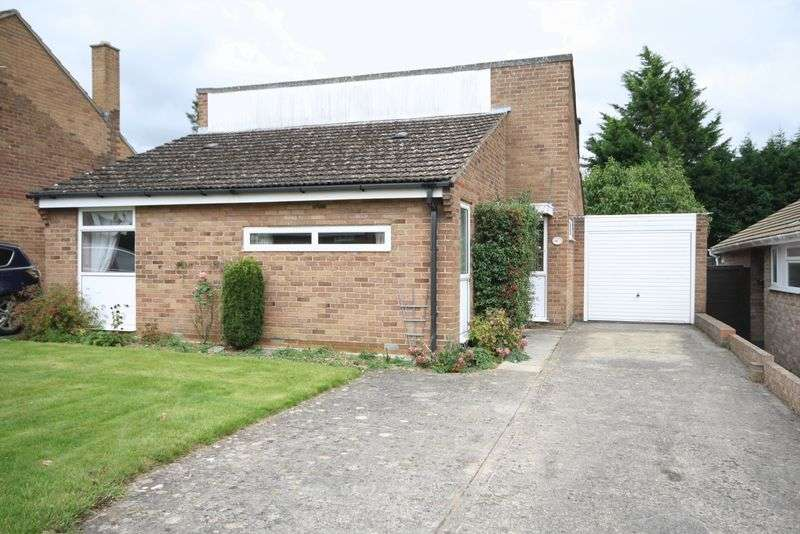 3 Bedrooms Property for sale in Churchill Way, Long Hanborough