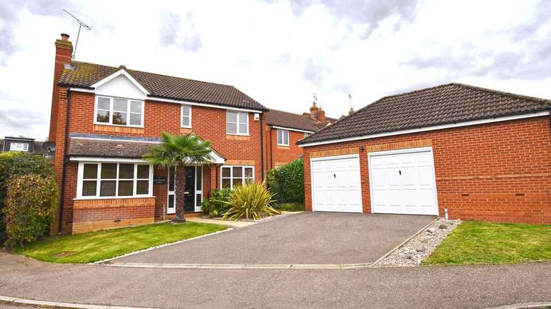 4 Bedrooms Detached House for sale in GatesburyWay, Puckeridge SG11
