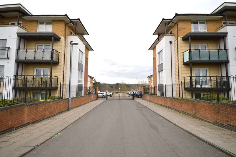 2 Bedrooms Flat for sale in Franklin Avenue, Watford, WD18