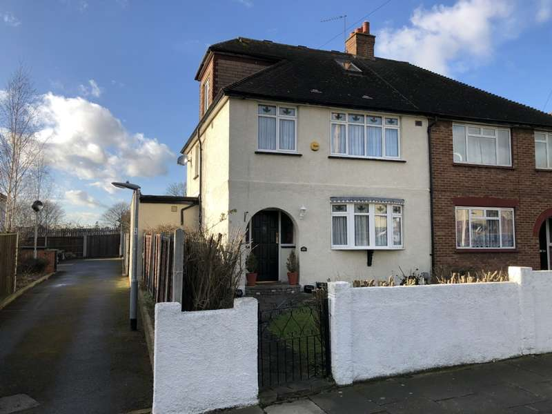 4 Bedrooms Semi Detached House for sale in Plumpton Avenue, Hornchurch