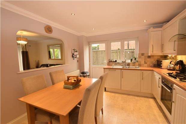 3 Bedrooms Semi Detached House for sale in Tamarisk Gardens, BEXHILL-ON-SEA, East Sussex, TN40 2NP
