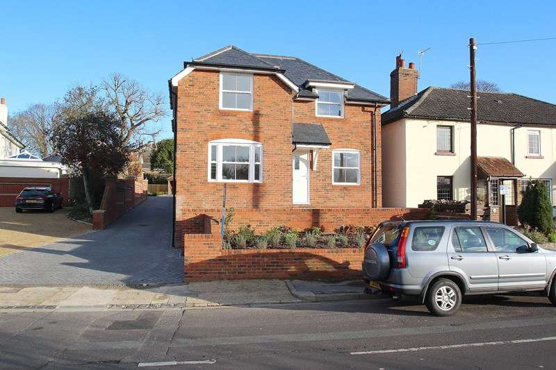 4 Bedrooms Detached House for sale in Wallington Shore Road, Fareham
