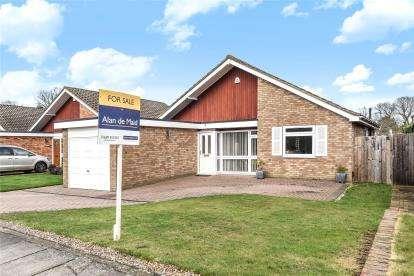3 Bedrooms Detached Bungalow for sale in Poplar Avenue, Crofton Heath, Orpington, Kent