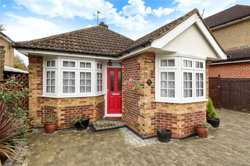 2 Bedrooms Detached Bungalow for sale in Field Way, Chalfont St. Peter, Gerrards Cross, Buckinghamshire, SL9