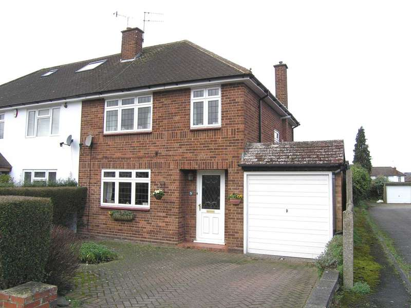 3 Bedrooms Semi Detached House for sale in Mead Way, North Bushey