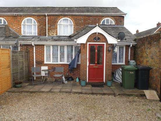 2 Bedrooms Semi Detached House for sale in Bentley, Farnham, Surrey