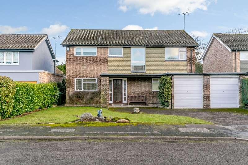 4 Bedrooms Detached House for sale in Weybridge