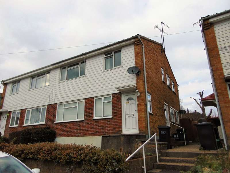 2 Bedrooms Maisonette Flat for sale in Swallowdale, South Croydon, CR2 8SG