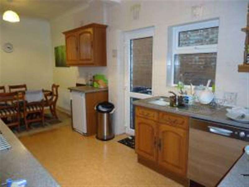 5 Bedrooms House for rent in Heathwood Road, Winton, Bournemouth, Dorset