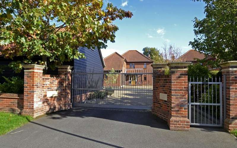 5 Bedrooms Detached House for sale in Costessey, Norwich
