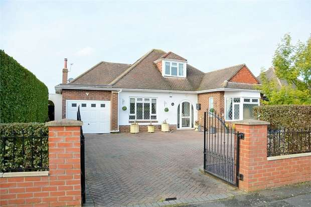4 Bedrooms Detached House for sale in Dulsie Road, Talbot Woods, Bournemouth