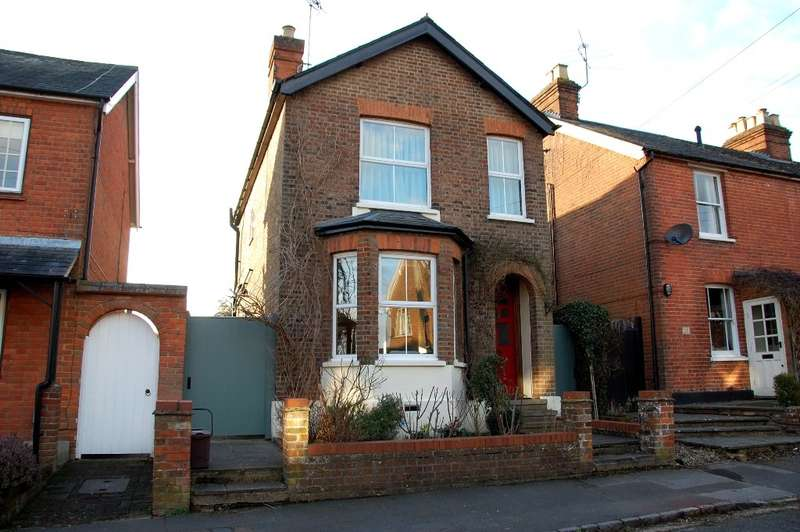 3 Bedrooms Detached House for sale in Albion Road, Chalfont St Giles, HP8