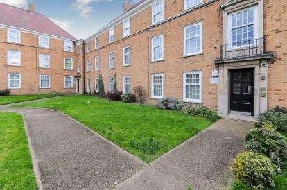 2 Bedrooms Flat for sale in London Road, Enfield, London
