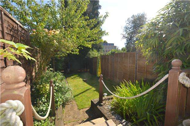2 Bedrooms Terraced House for sale in St. Botolphs Avenue, SEVENOAKS, Kent, TN13 3AL
