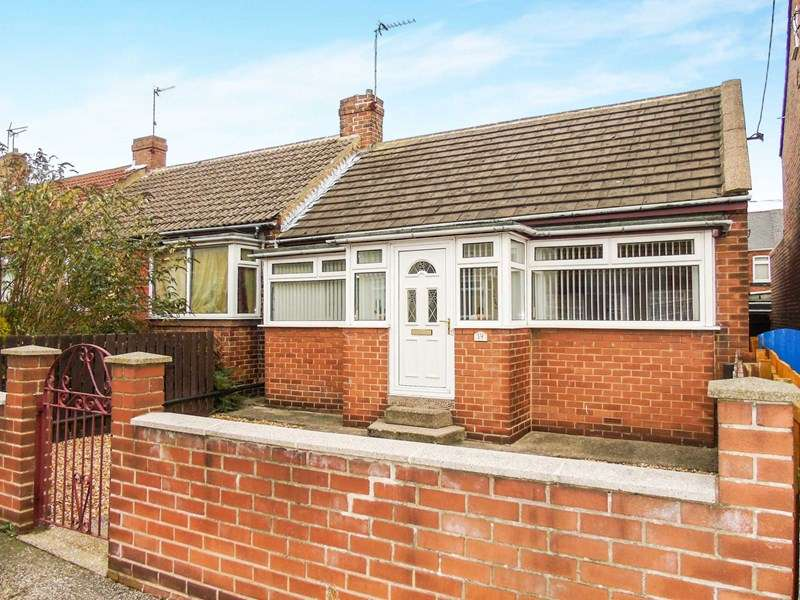 2 Bedrooms Bungalow for sale in Windsor Terrace, Murton, Seaham, Durham, SR7 9BH
