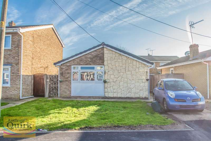 2 Bedrooms Detached Bungalow for sale in Hallet Road, Canvey Island, SS8