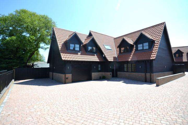 4 Bedrooms Detached House for rent in London Road, Ongar, Essex