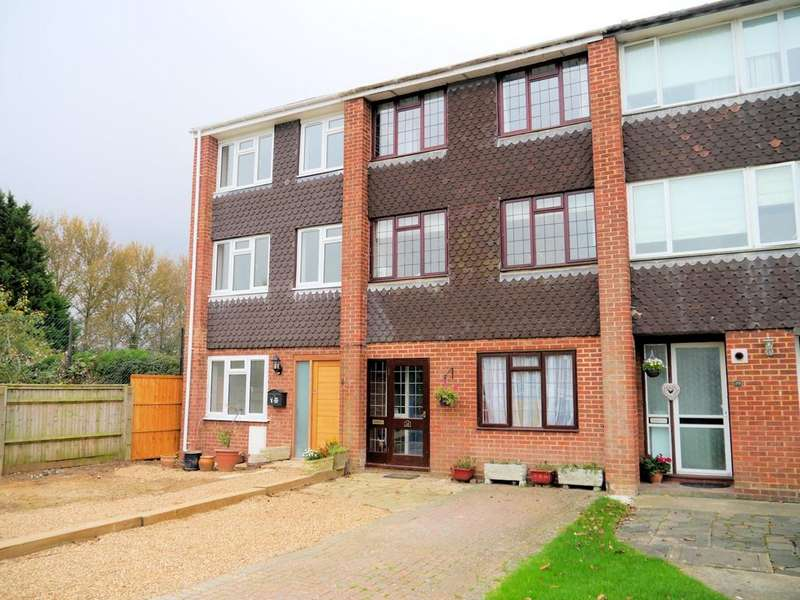 3 Bedrooms Town House for sale in Knights Close, Windsor SL4