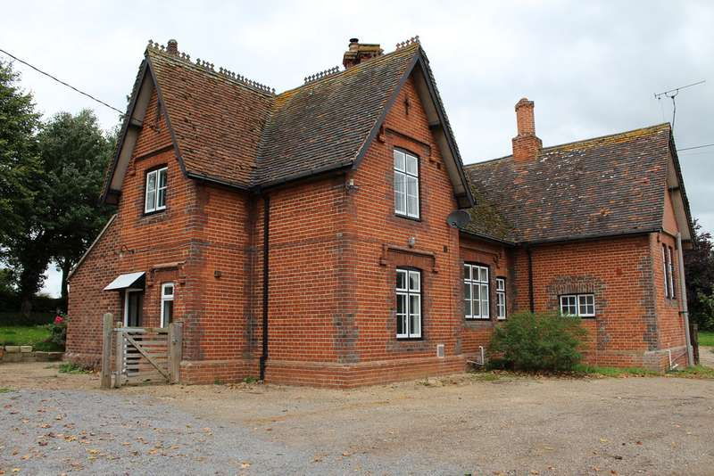3 Bedrooms Semi Detached House for sale in Fakenham Magna IP24