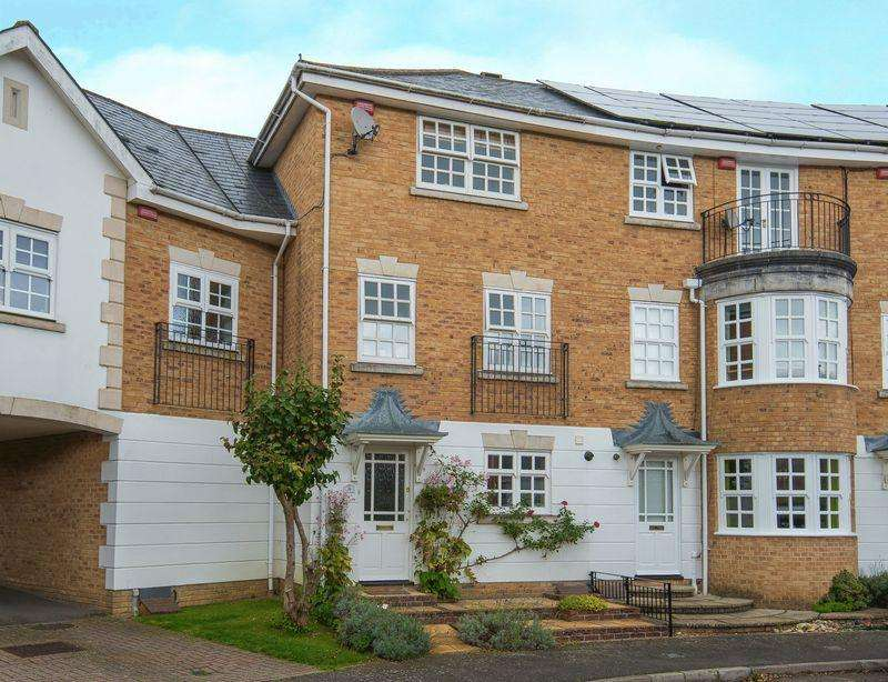 4 Bedrooms Town House for sale in Kite Wood Road, Penn, High Wycombe