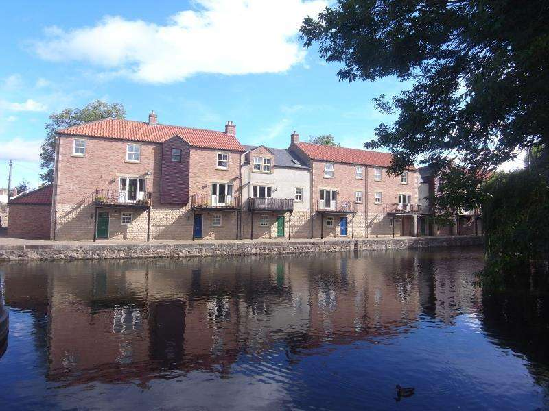 3 Bedrooms Town House for sale in CANAL WHARF, BONDGATE GREEN, RIPON, HG4 1AQ