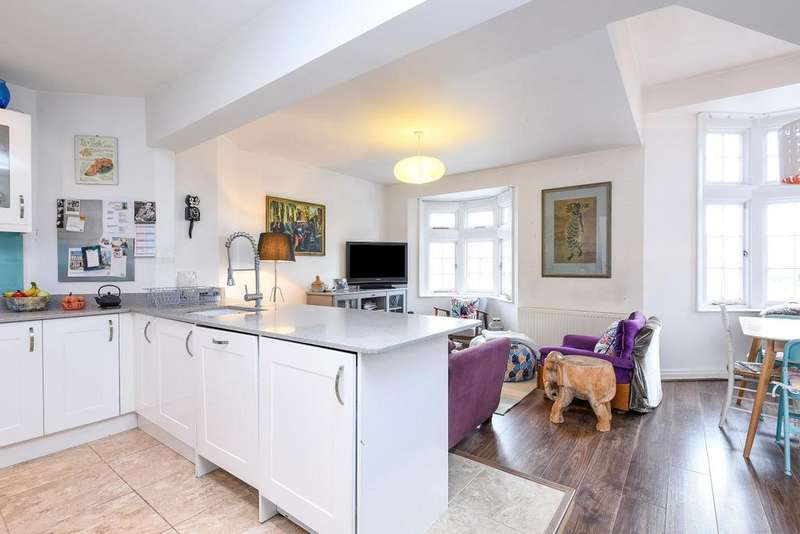 3 Bedrooms Flat for sale in Tudor Way, Southgate