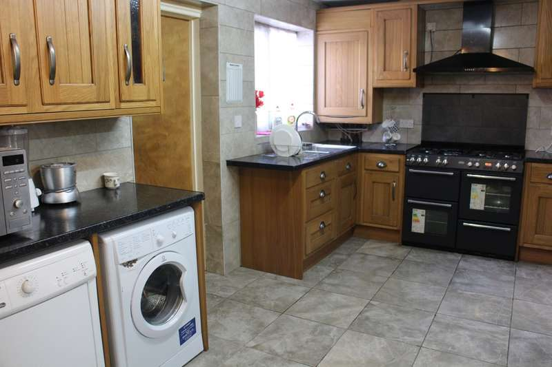 3 Bedrooms Terraced House for sale in St. Lukes Avenue, Ilford