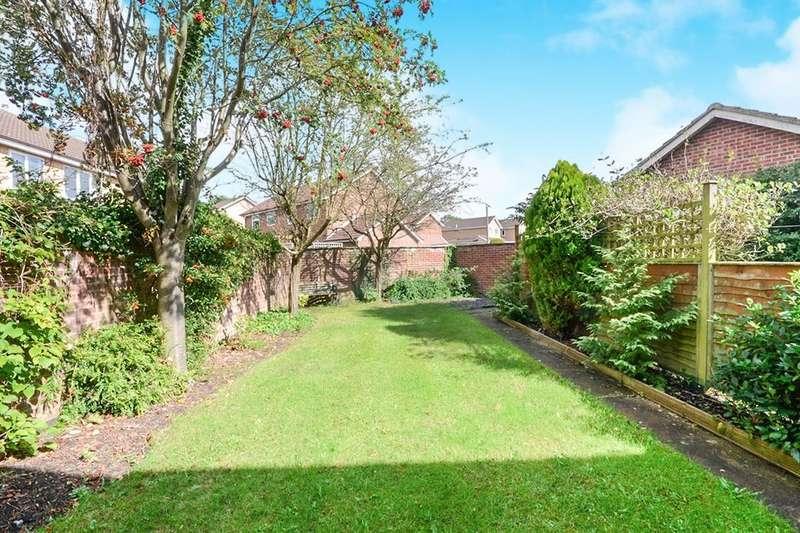 3 Bedrooms Semi Detached House for sale in Osmington Gardens, Strensall, York, YO32