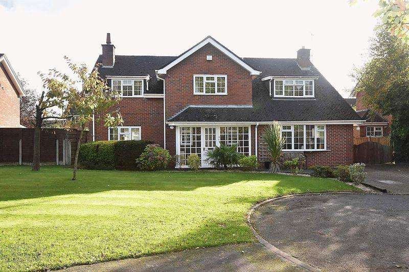 5 Bedrooms Detached House for sale in Detached modern family house - Broomfield Close, Chelford