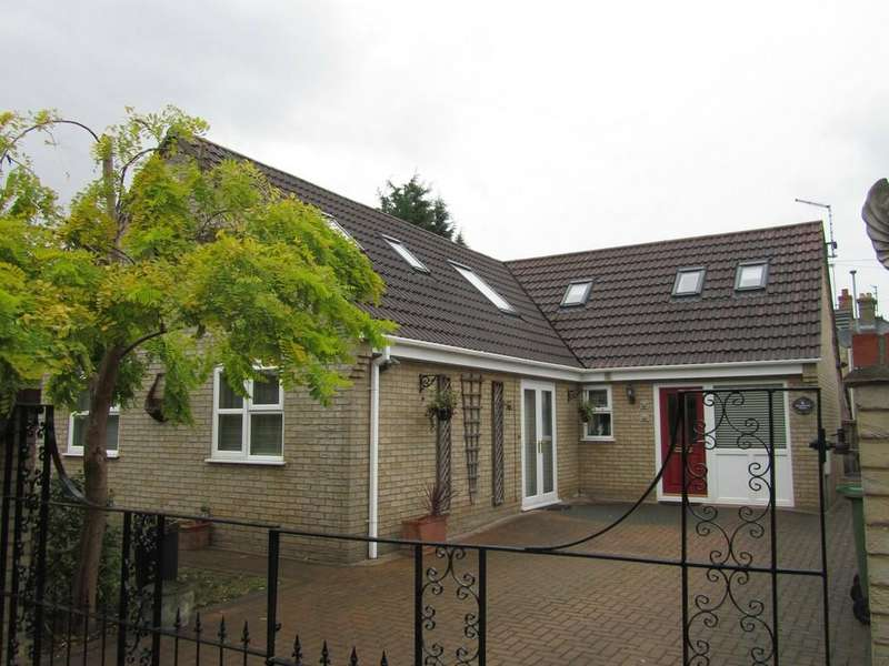 3 Bedrooms Detached Bungalow for sale in Rosewood Close, March