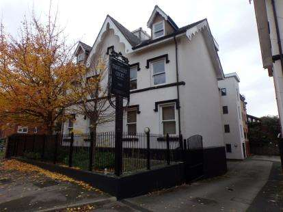 2 Bedrooms Flat for sale in Travellers Court, Aigburth, Liverpool, Merseyside, L17