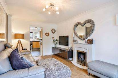2 Bedrooms Terraced House for sale in Clifton Square, Burnley, Lancashire, BB12