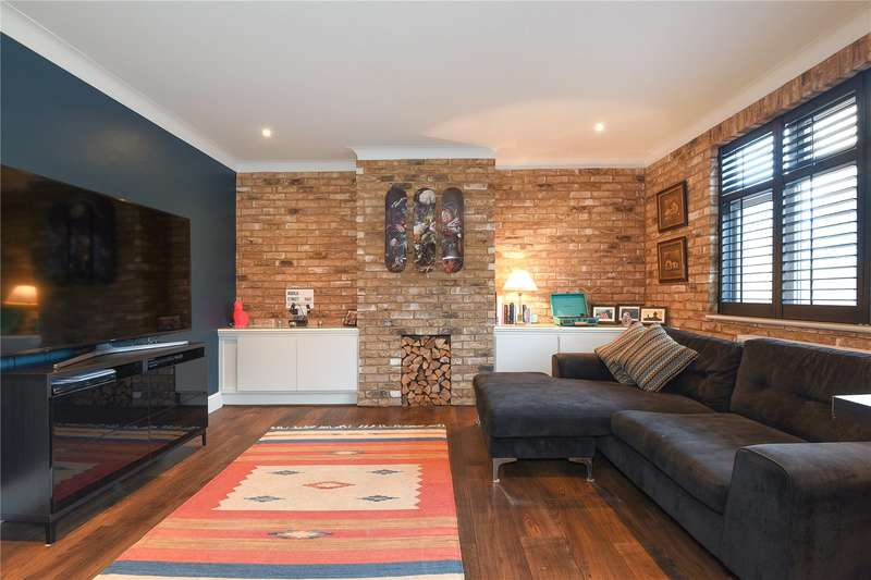 2 Bedrooms Apartment Flat for sale in High Road, Eastcote, Pinner, Middlesex, HA5
