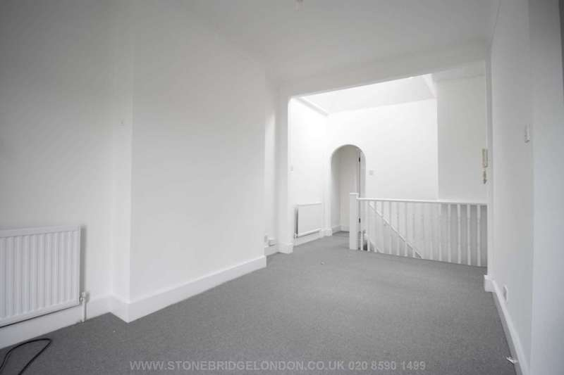 2 Bedrooms Flat for sale in High Road, Sevenkings IG3