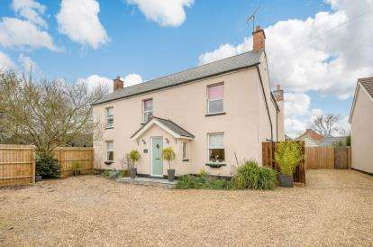 5 Bedrooms Detached House for sale in Bedford Road, Marston Moretaine, Bedford, Bedfordshire