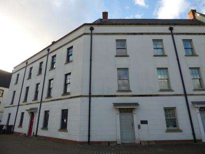 2 Bedrooms Flat for sale in Clickers Drive, Upton, Northampton, Northamptonshire