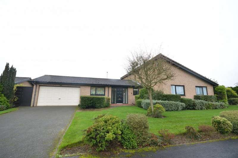 3 Bedrooms Detached Bungalow for rent in Staines Close, Warrington
