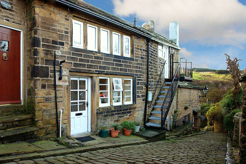 1 Bedroom Flat for sale in Chancery Lane, Dobcross, Saddleworth