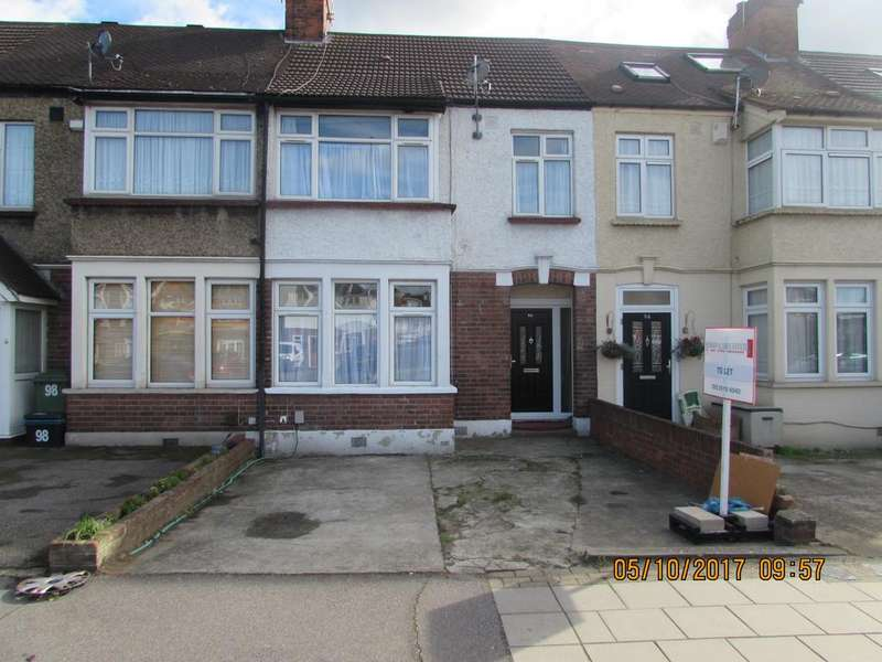 3 Bedrooms Terraced House for rent in Fencepiece Road, Hainault, ilford IG6