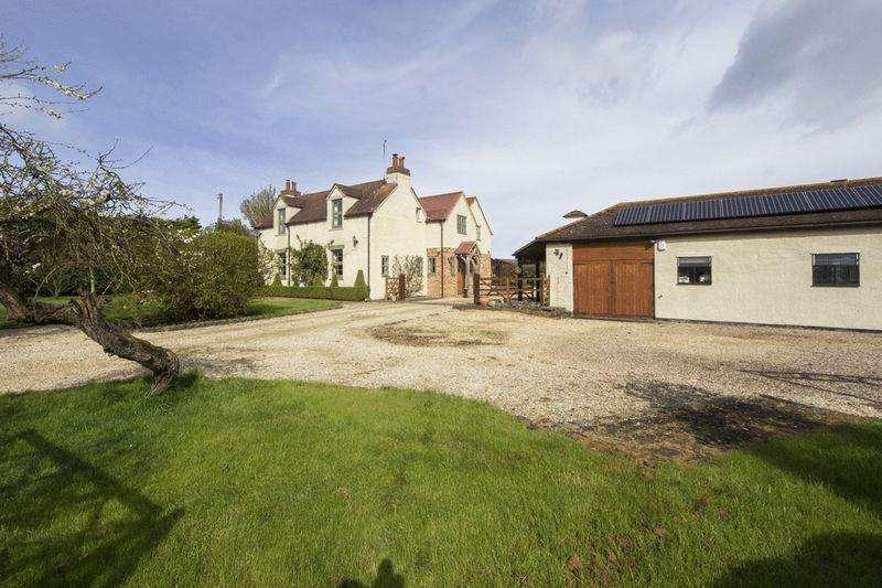 5 Bedrooms Detached House for sale in Pebworth Road, Ullington