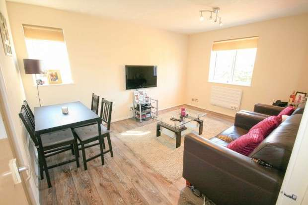 1 Bedroom Flat for sale in Northumberland Road, London, E6