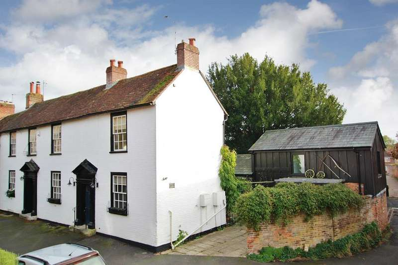 3 Bedrooms Semi Detached House for sale in CENTRAL ROMSEY