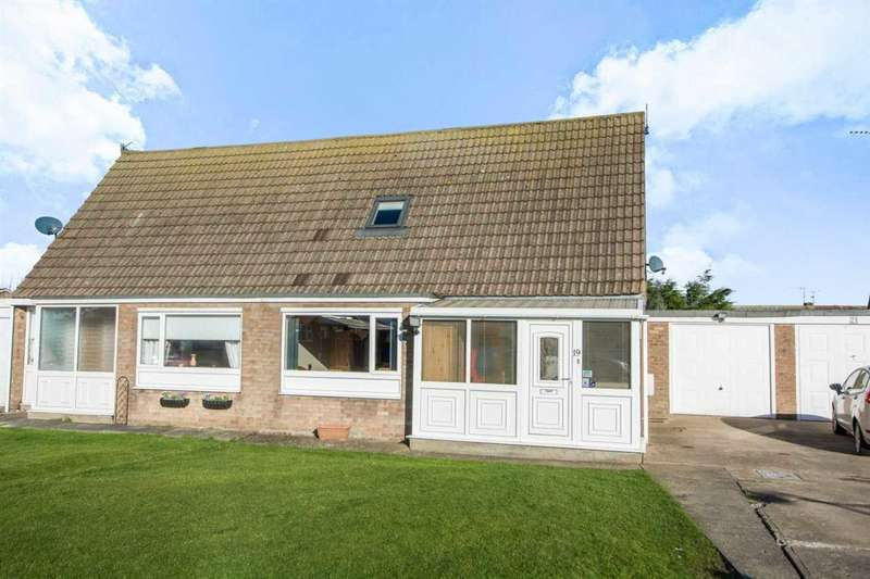 3 Bedrooms Semi Detached House for sale in Almond Close, Filey