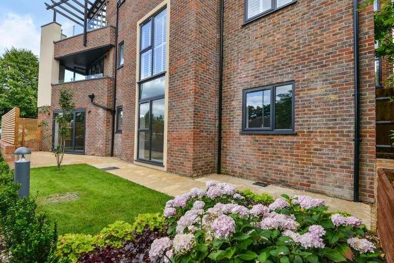 2 Bedrooms Flat for sale in Denbeck Court, Downs Bridge Road, Beckenham