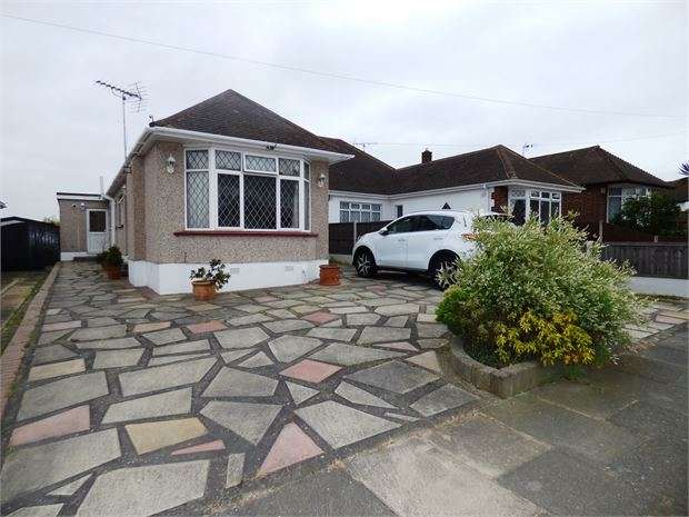 4 Bedrooms Semi Detached Bungalow for sale in Dulverton Avenue, Westcliff-on-Sea, Westcliff on sea, SS0 0HR