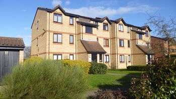 1 Bedroom Flat for sale in Courtlands Close