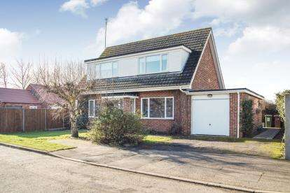 3 Bedrooms Bungalow for sale in West Winch, Kings Lynn, Norfolk