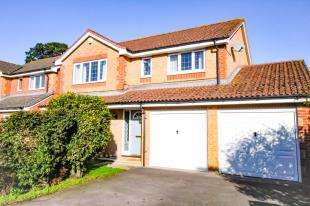 4 Bedrooms Detached House for sale in Shepherds Close, Hambrook, Chichester, West Sussex