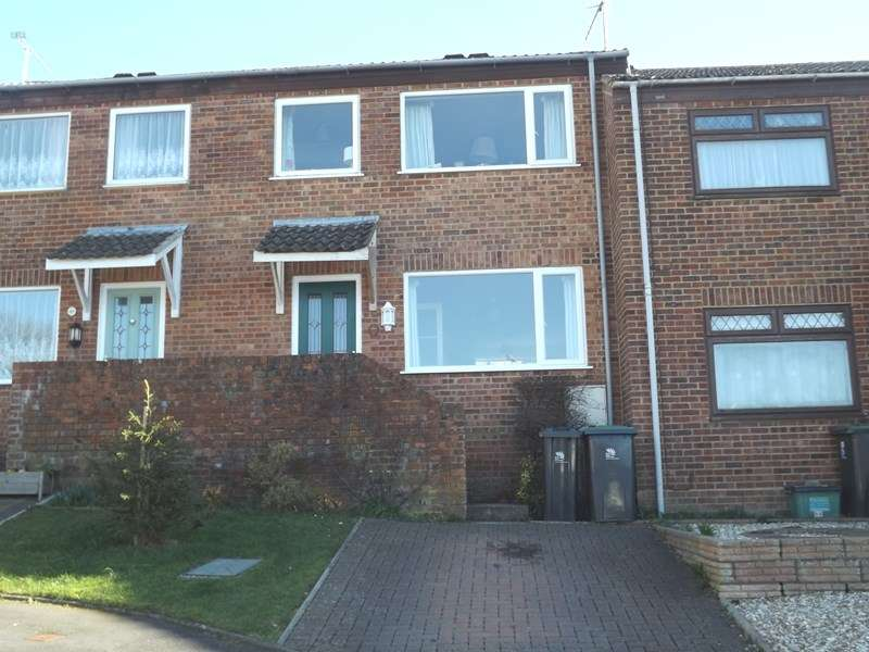 3 Bedrooms Property for sale in Coventry Close, Corfe Mullen, Wimborne