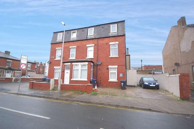 3 Bedrooms Flat for sale in Milbourne Street, Blackpool